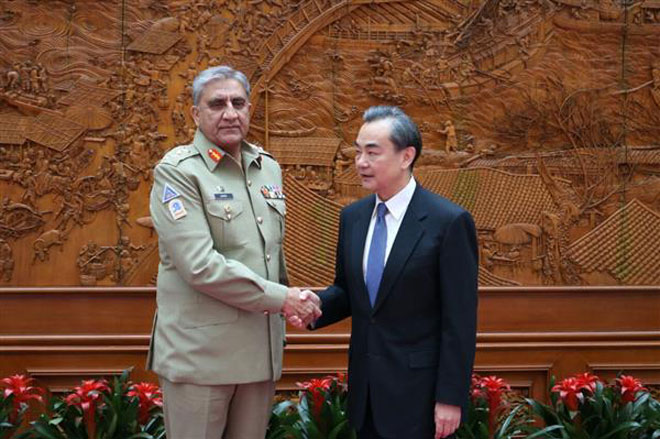 Pakistan Army Chief Gen.Bajwa meets Chinese Foreign Minister Wang Yi in Beijing